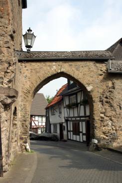 Bild [10]: Hintertaler Tor, Burgweg 1