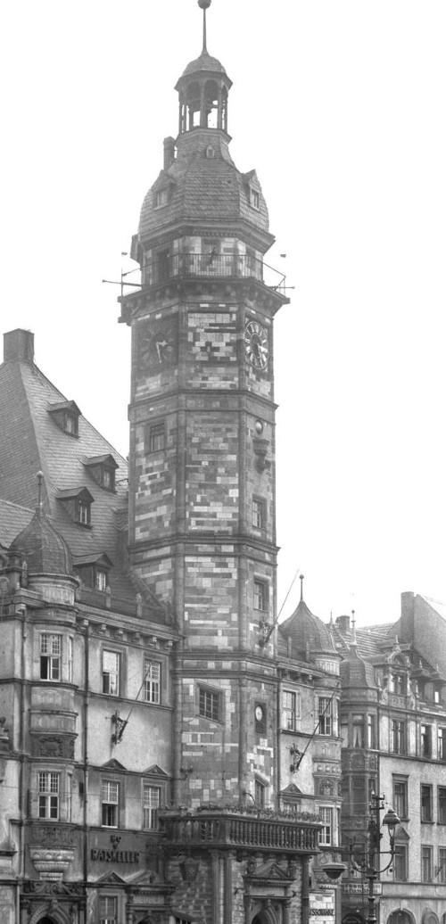 Abb.1: Rathaus in Altenburg mit Ratskeller sowie Balkon für Ansprachen des Bürgermeisters.