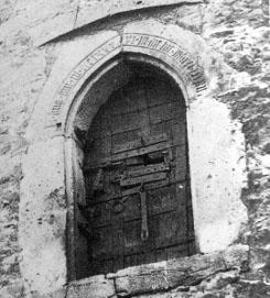 Bild [9]: Tür mit Spitzbogen