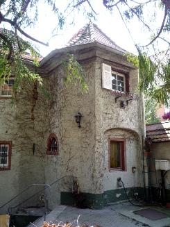 Bild [3]: Fotografie des Kapellenanbaus (Hofseite)