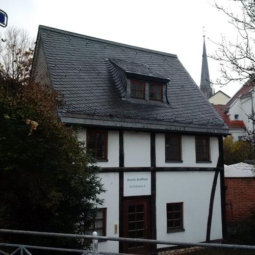Haus mit Satteldach mit Frankfurt