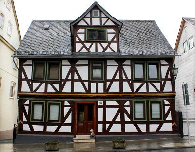 Bild [1]: Gebäude mit Zwerchhaus, Weilburger Straße 10, Braunfels
